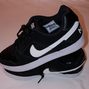 REALLY NICE  MEN NIKE SB DELTA FORCE VULC SB SHOES
